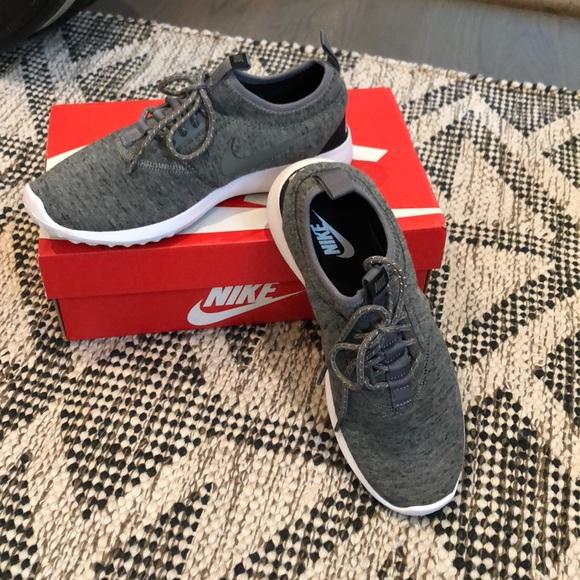 b24f68a429a8 Nike Shoes
